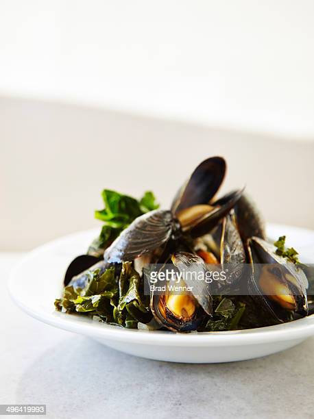 Steamed mussels with kale and wine