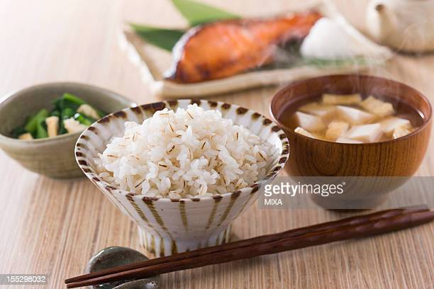 Steamed Pressed Barley and Rice with Side Dishes