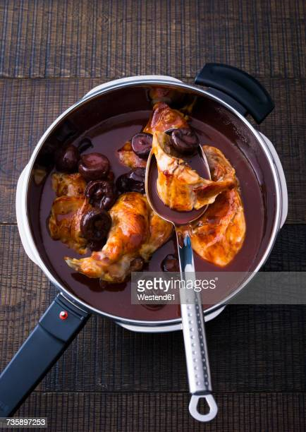 Steamer of rabbit meat with prunes