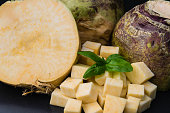 Die Steckrübe Brassica napus ist ein delikates Wintergemüse und war im Krieg ein arme leute Essen