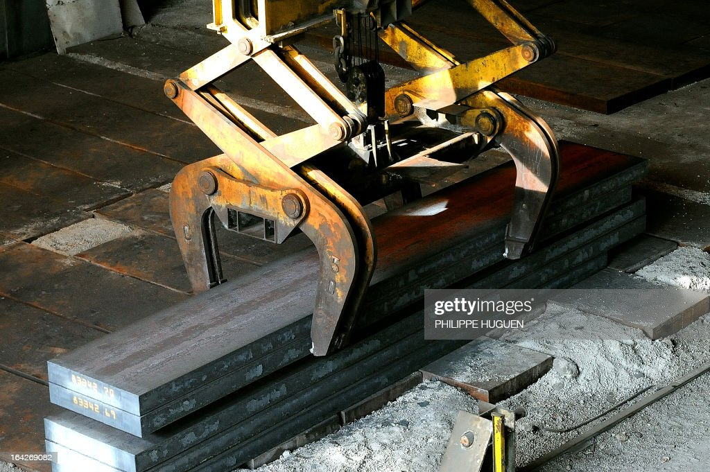 Steel plates are moved on March 21 2013 at the Arcelor Mittal steel plant in GrandeSynthe northern France AFP PHOTO PHILIPPE HUGUEN