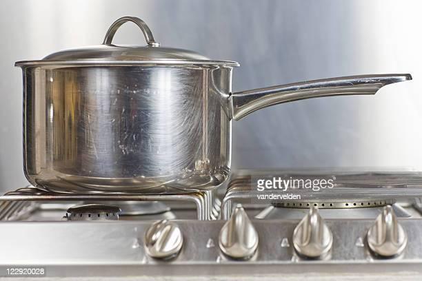 Acier casserole sur Silver Hob