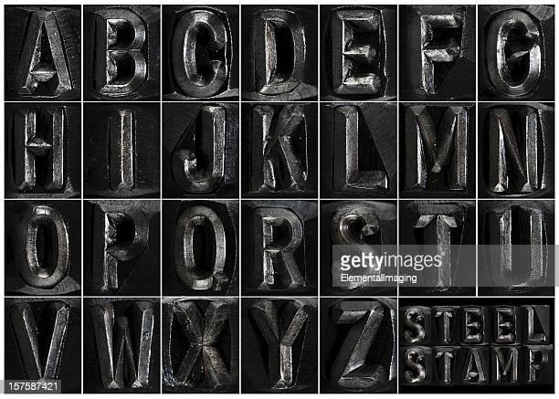 スチール製スタンプがアルファベット