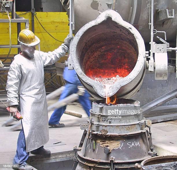 Stahlwerker in der Gießerei