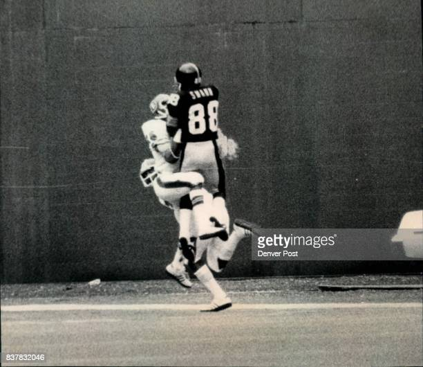 Steelers Lynn Swann's Great Catch Nets Touchdown Broncos Bill Thompson wrestles for ball after Louis Wright overruns play Credit The Denver Post Inc