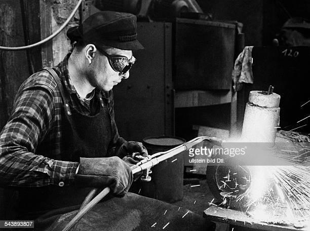 welder at work Photographer Gert Kreutschmann 1959Vintage property of ullstein bild
