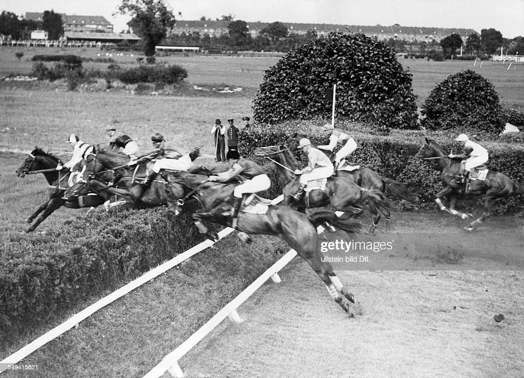 Steeplechase, horse racing at the Berlin Karlshorst race course: several horses jumping over a fence - 1931 - Photographer: Sennecke - Published by: 'Tempo' Vintage property of ullstein bild