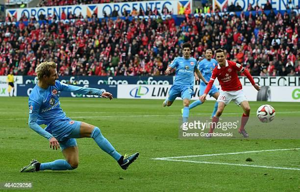 Stefan Aigner of Eintracht Frankfurt scores the opening goal during the Bundesliga match between 1 FSV Mainz 05 and Eintracht Frankfurt at Coface...