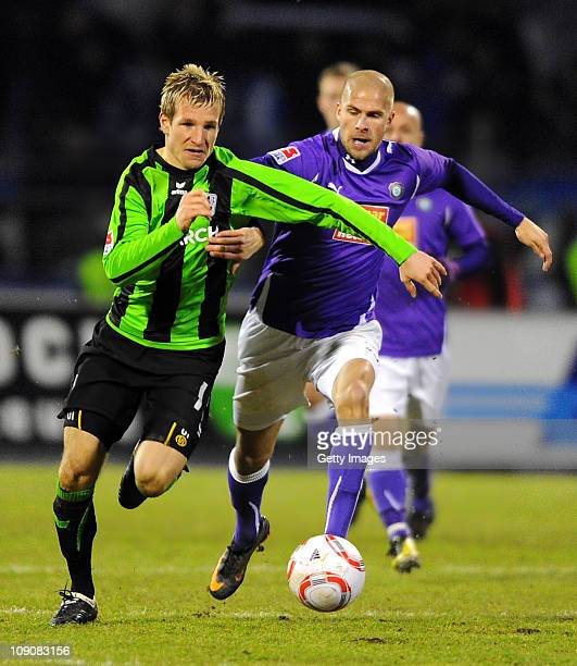 Stefan Aigner of Muenchen battles for the ball with Tobias Kempe of Aue during the Second Bundesliga match between Erzgebirge Aue and 1860 Muenchen...
