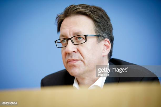 Stefan Birkner Germany's free Democratic Party top candidate for regional elections in Lower Saxony gives a press conference on October 16 2017 in...