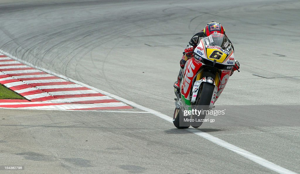 <a gi-track='captionPersonalityLinkClicked' href=/galleries/search?phrase=Stefan+Bradl&family=editorial&specificpeople=4956082 ng-click='$event.stopPropagation()'>Stefan Bradl</a> of Germany and LCR Honda MotoGP heads down a straight during the free practice of the MotoGP Of Malaysia at Sepang Circuit on October 19, 2012 in Kuala Lumpur, Malaysia.