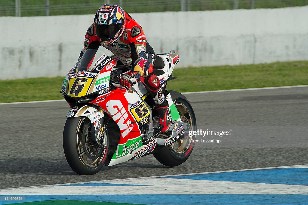 <a gi-track='captionPersonalityLinkClicked' href=/galleries/search?phrase=Stefan+Bradl&family=editorial&specificpeople=4956082 ng-click='$event.stopPropagation()'>Stefan Bradl</a> of Germany and LCR Honda MotoGP heads down a straight during the MotoGP Tests In Jerez - Day 4 at Circuito de Jerez on March 25, 2013 in Jerez de la Frontera, Spain.