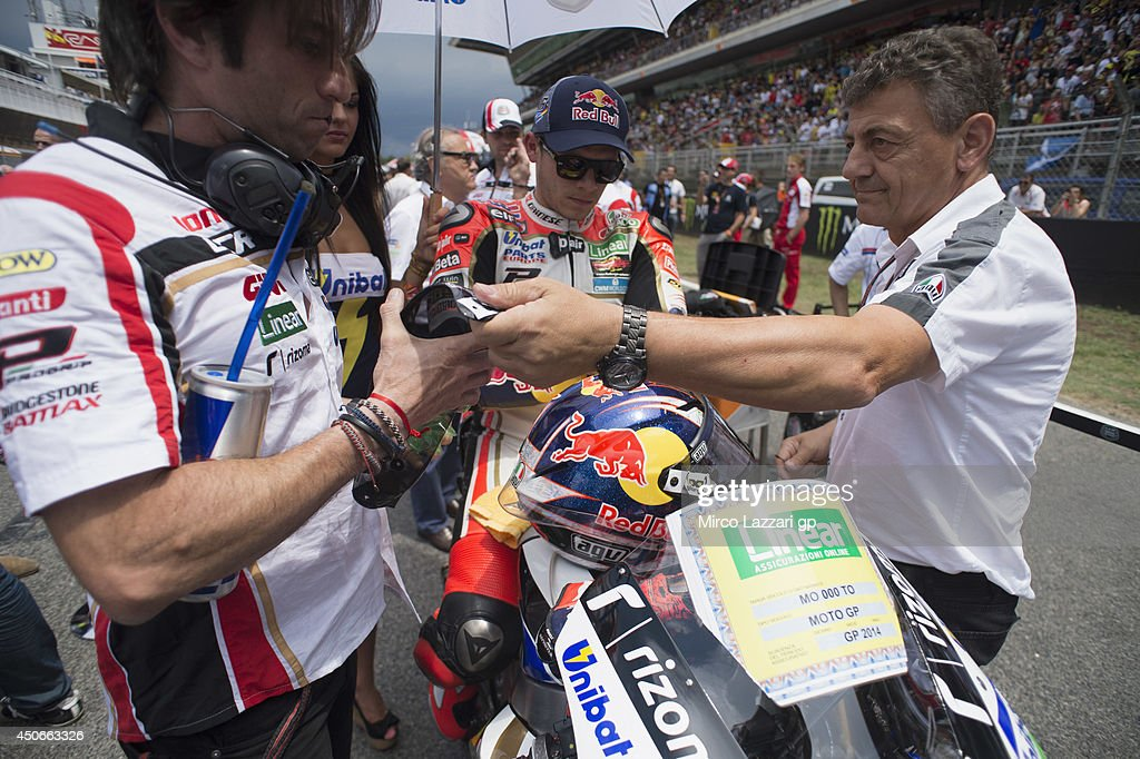 <a gi-track='captionPersonalityLinkClicked' href=/galleries/search?phrase=Stefan+Bradl&family=editorial&specificpeople=4956082 ng-click='$event.stopPropagation()'>Stefan Bradl</a> of Germany and LCR Honda MotoGP prepares to start on the grid of the Moto GP race during the MotoGp of Catalunya - Race at Circuit de Catalunya on June 15, 2014 in Montmelo, Spain.