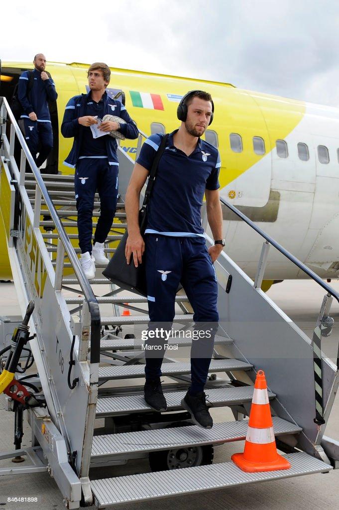 Stefan De Vrij disembarks the plane as SS Lazio travel to Arnhem ahead of their UEFA Europa League match against Vitesse Arnhem on September 13, 2017 in Arnhem, Netherlands.