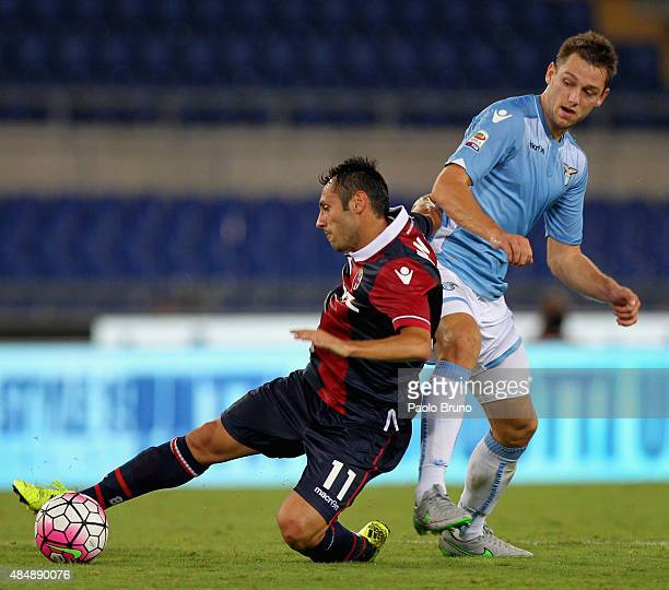 Stefan De Vrij of SS Lazio competes for the ball with Matteo Mancosu of Bologna FC during the Serie A match between SS Lazio and Bologna FC at Stadio...