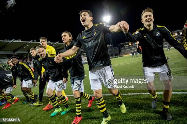 Stefan Ishizaki of AIK and teammates celebrates after the Allsvenskan match between Orebro SK AIK at Behrn Arena on November 5 2017 in Orebro Sweden