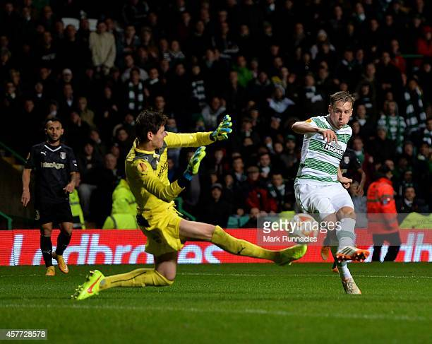Stefan Johansen of Celtic scores a goal during the UEFA Europa League group D match between Celtic FC and FC Astra Giurgiu at Celtic Park on October...