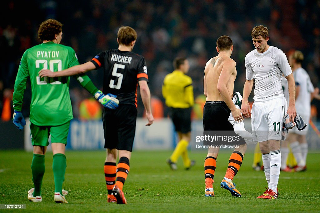 <a gi-track='captionPersonalityLinkClicked' href=/galleries/search?phrase=Stefan+Kiessling&family=editorial&specificpeople=605405 ng-click='$event.stopPropagation()'>Stefan Kiessling</a> of Bayer Leverkusen shows his frustration after the UEFA Champions League Group A match between Shakhtar Donetsk and Bayer Leverkusen at Donbass Arena on November 5, 2013 in Donetsk, Ukraine.
