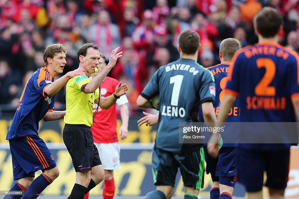 Stefan Kiessling (L) of Leverkusen and team mates discuss with referee <a gi-track='captionPersonalityLinkClicked' href=/galleries/search?phrase=Florian+Meyer&family=editorial&specificpeople=5788868 ng-click='$event.stopPropagation()'>Florian Meyer</a> after a penalty whistle during the Bundesliga match between 1. FSV Mainz 05 and Bayer 04 Leverkusen at Coface Arena on March 9, 2013 in Mainz, Germany.