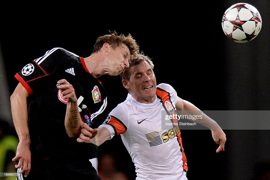 <a gi-track='captionPersonalityLinkClicked' href=/galleries/search?phrase=Stefan+Kiessling&family=editorial&specificpeople=605405 ng-click='$event.stopPropagation()'>Stefan Kiessling</a> of Leverkusen battles for a header with Tomas Huebschmann of Donetsk during the UEFA Champions League Group A match between Bayer Leverkusen and Shakhtar Donetsk at BayArena on October 23, 2013 in Leverkusen, Germany.