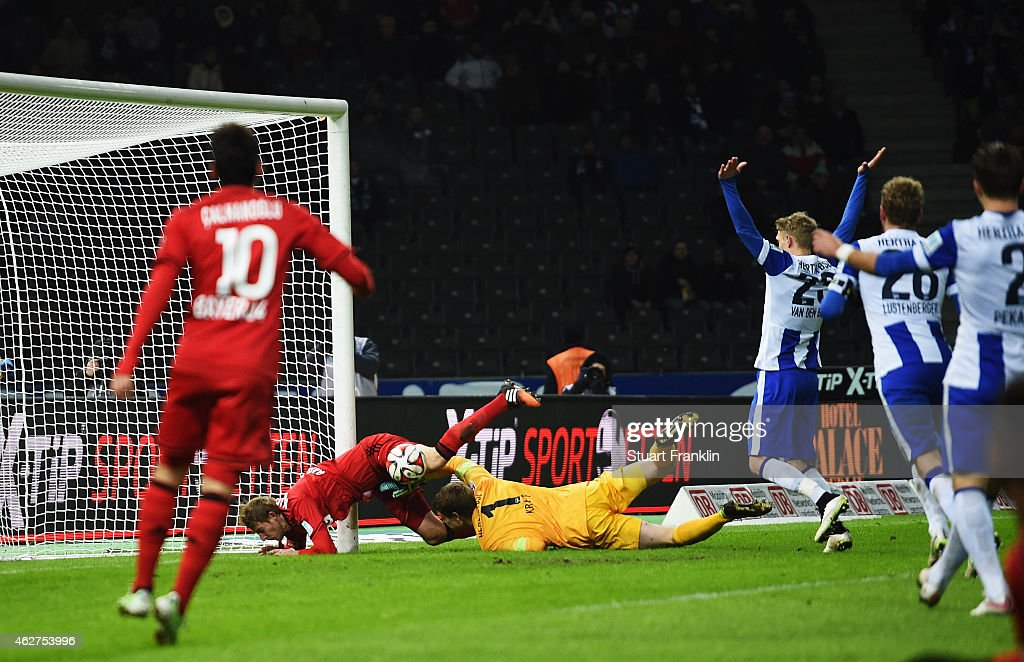 Stefan Kiessling of Leverkusen scores his goal during the Bundesliga match between Hertha BSC and Bayer 04 Leverkusen at Olympiastadion on February 4...