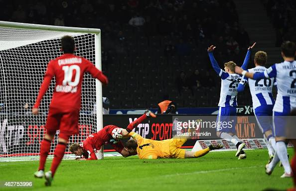 Stefan Kiessling of Leverkusen scores his goal during the Bundesliga match between Hertha BSC and Bayer 04 Leverkusen at Olympiastadion on February 4...