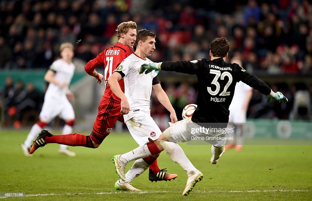 Stefan Kiessling of Leverkusen scores his team's 2nd goal during extra time during the round of 16 DFB Cup match between Bayer 04 Leverkusen and 1 FC...