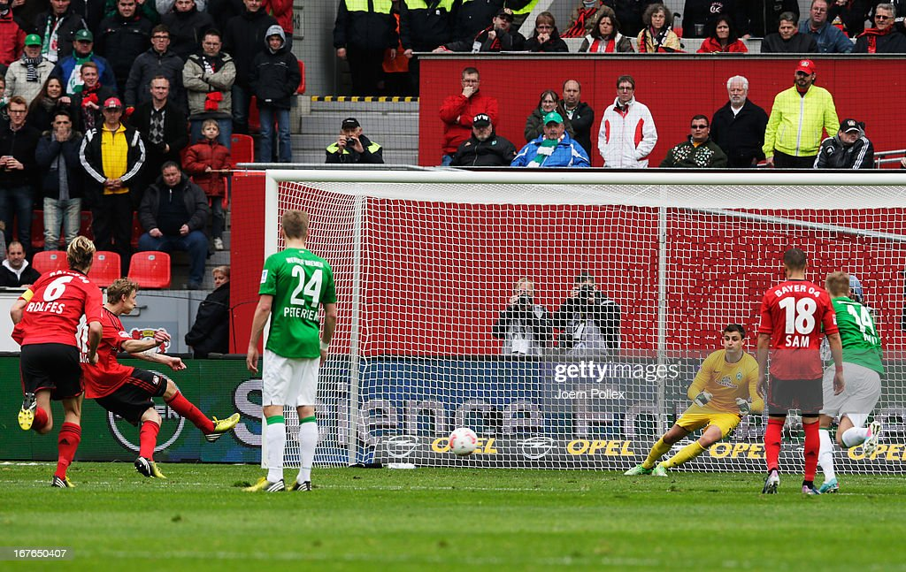 <a gi-track='captionPersonalityLinkClicked' href=/galleries/search?phrase=Stefan+Kiessling&family=editorial&specificpeople=605405 ng-click='$event.stopPropagation()'>Stefan Kiessling</a> (2nd L) of Leverkusen scores his team's first goal during the Bundesliga match between Bayer 04 Leverkusen at SV Werder Bremen at BayArena on April 27, 2013 in Leverkusen, Germany.