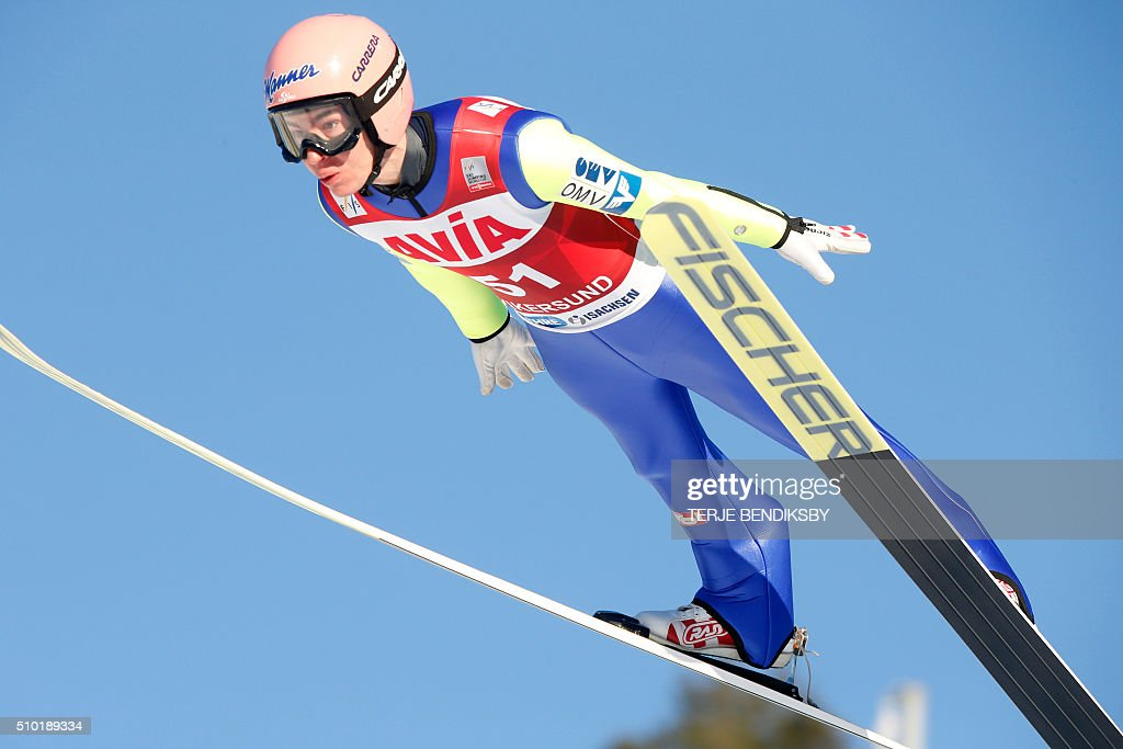 Stefan Kraft from Austria soars through the air during the qalification for the FIS Ski Jumping World Cup Flying Hill competition in Vikersund, February 14, 2016. / AFP / NTB Scanpix / Terje Bendiksby / Norway OUT
