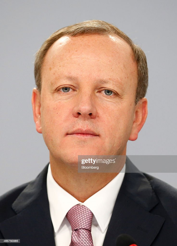Stefan Krause, chief financial officer of Deutsche Bank AG, pauses during a news conference to announce the bank's results at their headquarters in Frankfurt, Germany, on Wednesday, Jan. 29, 2014. Deutsche Bank AG, Germany's biggest bank, cut total compensation for employees at its investment bank 23 percent in the fourth quarter as a slide in revenue contributed to a loss for the period. Photographer: Ralph Orlowski/Bloomberg via Getty Images