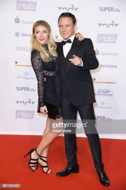 Stefan Mross and his girlfriend AnnaCarina Woitschack attend the Goldene Henne on October 13 2017 in Leipzig Germany