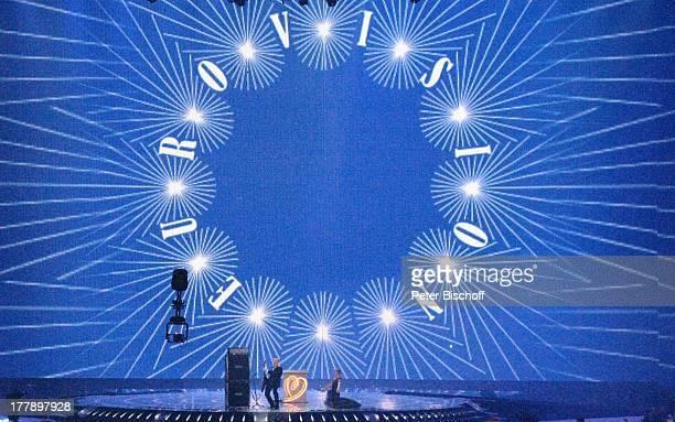 Stefan Raab und Anke Engelke vor EurovisionsLogo Intro vom Finale ARDMusikshow 'Eurovision Song Contest 2011' 'DüsseldorfArena' Düsseldorf...