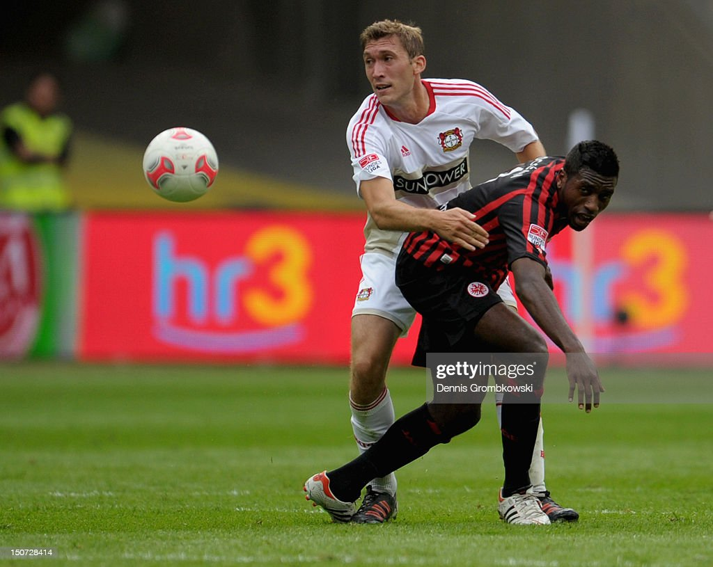 <a gi-track='captionPersonalityLinkClicked' href=/galleries/search?phrase=Stefan+Reinartz&family=editorial&specificpeople=2244849 ng-click='$event.stopPropagation()'>Stefan Reinartz</a> of Leverkusen and <a gi-track='captionPersonalityLinkClicked' href=/galleries/search?phrase=Olivier+Occean&family=editorial&specificpeople=747391 ng-click='$event.stopPropagation()'>Olivier Occean</a> of Frankfurt battle for the ball during the Bundesliga match between Eintracht Frankfurt and Bayer 04 Leverkusen at Commerzbank-Arena on August 25, 2012 in Frankfurt am Main, Germany.