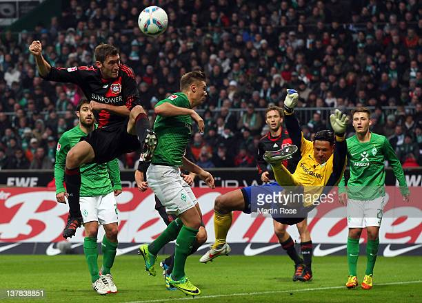 Stefan Reinartz of Leverkusen fails to score over Tim Wiese goalkeeper of Bremen during the Bundesliga match between SV Werder Bremen and Bayer 04...