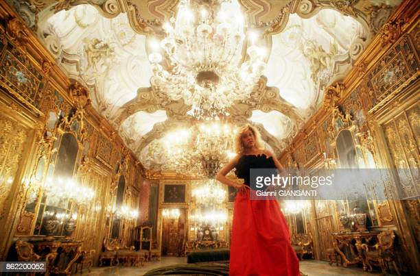 Stefanella Vanni Calvello di S Vincenzo dans le Palais Gangi à Palerme ou Luchino Visconti filma la scène du bal du film 'Le Guépard' le 11 décembre...