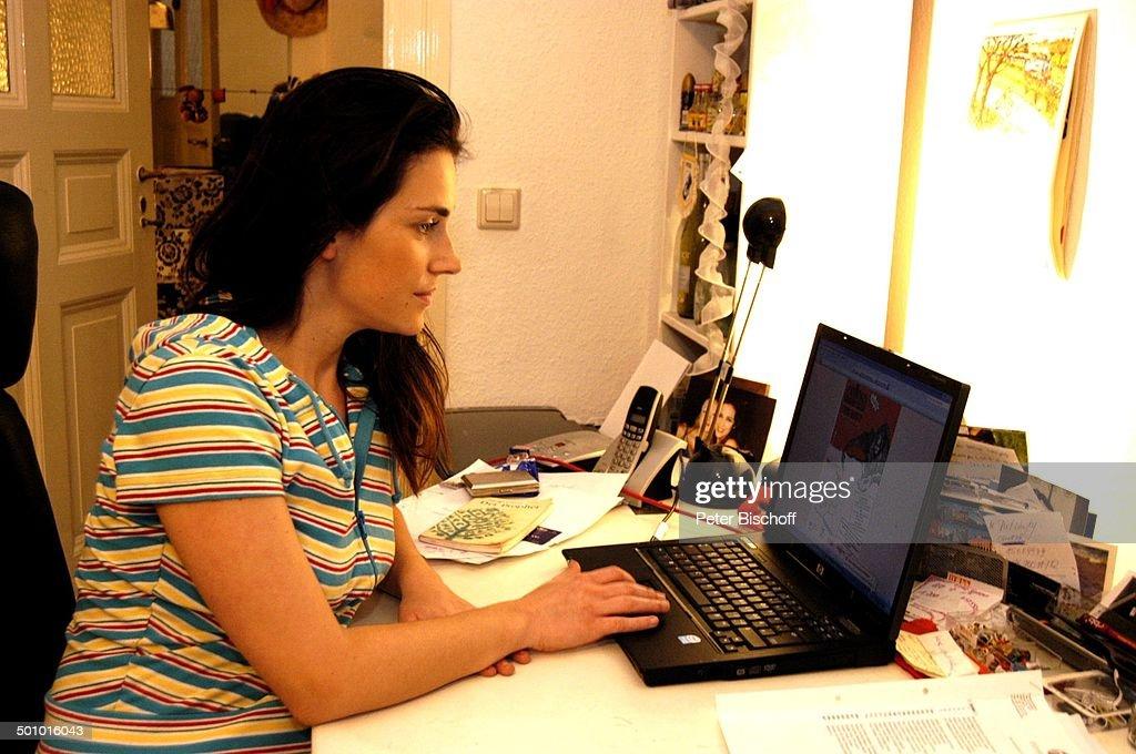 Stefanie Poljakoff, Homestory, Berlin, Deutschland, Europa, Arbeitszimmer,  Schreibtisch, Lab