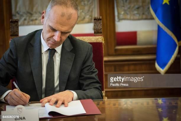 Stefano Bina signing the memorandum of Understanding with Assobioplastiche at the Capitol