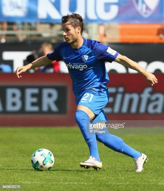 Stefano Celozzi of Bochum am Ball controls the ball during the Second Bundesliga match between VfL Bochum 1848 and SG Dynamo Dresden at Vonovia...