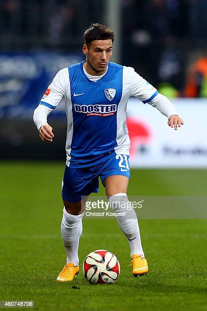 Stefano Celozzi of Bochum runs with the ball during the Second Bundesliga match between VfL Bochum and Erzgebirge Aue at Rewirpower Stadium on...