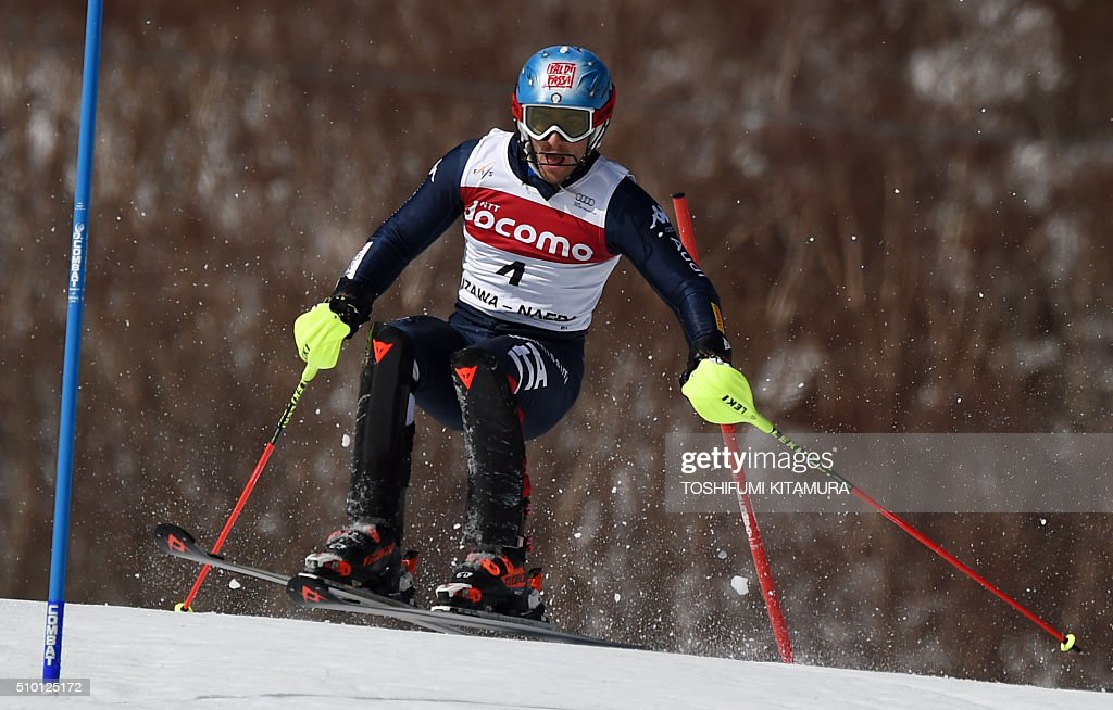 Stefano Cross of Italy skies down the course during the FIS Ski World Cup 2015/2016 men's slalom competition first run at the Naeba ski resort in Yuzawa town, Niigata prefecture on February 14, 2016. AFP PHOTO / TOSHIFUMI KITAMURA / AFP / TOSHIFUMI KITAMURA