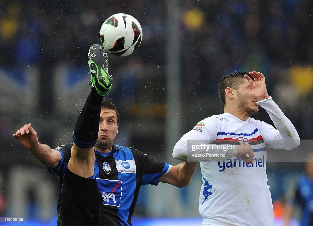 Stefano Lucchini (L) of Atalanta BC competes for the ball with Mauro Emanuel Icardi of UC Sampdoria during the Serie A match between Atalanta BC and UC Sampdoria at Stadio Atleti Azzurri d'Italia on March 30, 2013 in Bergamo, Italy.