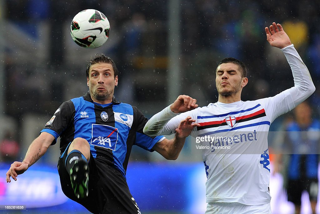 Stefano Lucchini (L) of Atalanta BC in action against Mauro Emanuel Icardi of UC Sampdoria during the Serie A match between Atalanta BC and UC Sampdoria at Stadio Atleti Azzurri d'Italia on March 30, 2013 in Bergamo, Italy.