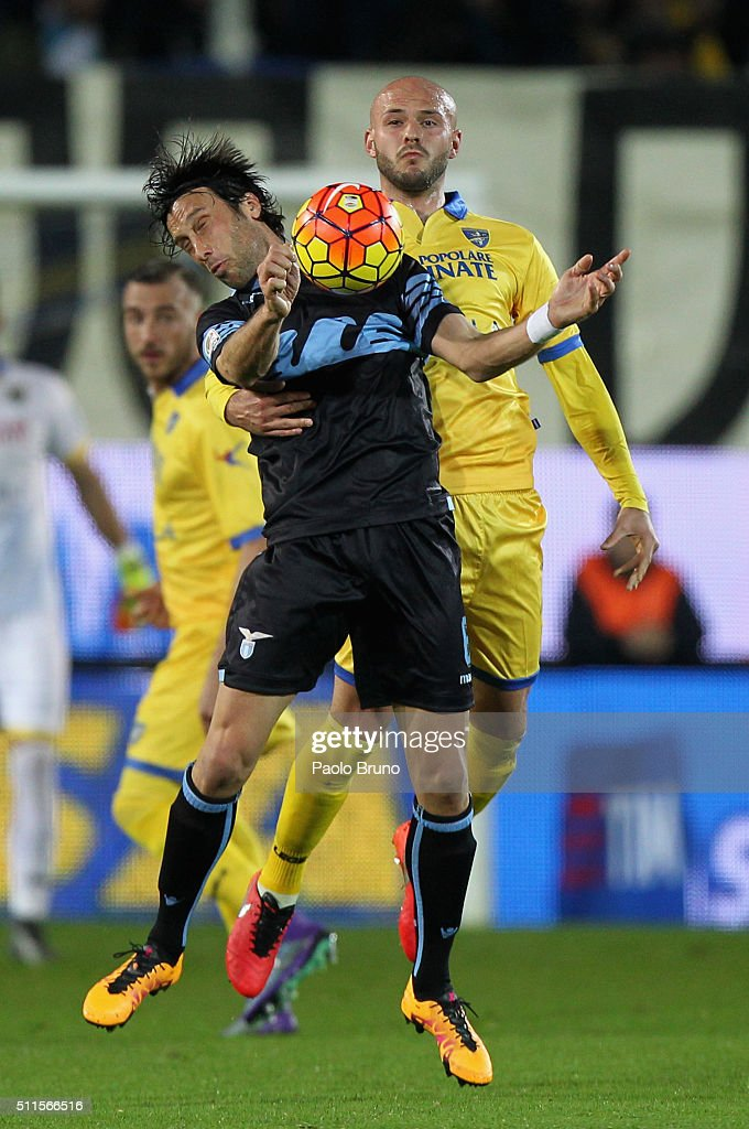 <a gi-track='captionPersonalityLinkClicked' href=/galleries/search?phrase=Stefano+Mauri&family=editorial&specificpeople=676361 ng-click='$event.stopPropagation()'>Stefano Mauri</a> (L) of SS Lazio competes for the ball with Leonardo Blanchard of Frosinone Calcio reacts during the Serie A match Frosinone Calcio and SS Lazio at Stadio Matusa on February 21, 2016 in Frosinone, Italy.