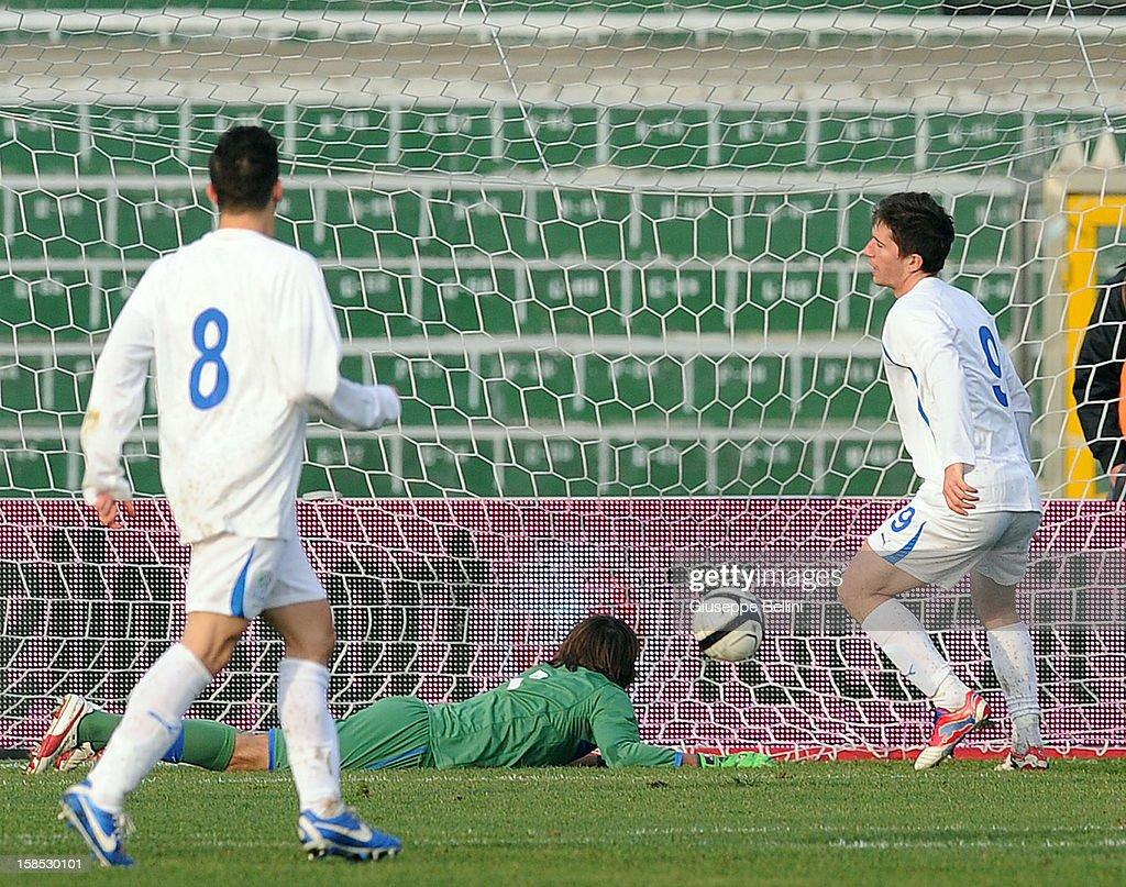 Stefano Pettinari of Rappresentativa Serie B scores the opening goal during the friendly match between Italy U21 and Rappresentativa Serie B at Stadio Libero Liberati on December 18, 2012 in Terni, Italy.