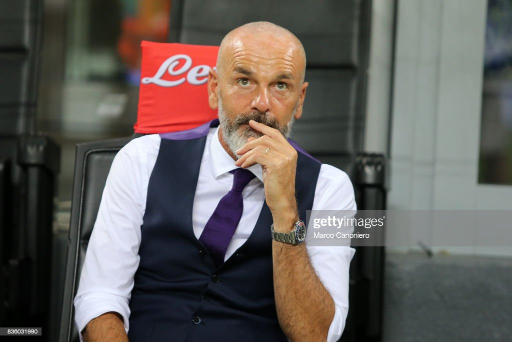 Stefano Pioli head coach of ACF Fiorentina look on before the Serie A match between FC Internazionale and ACF Fiorentina. Internazionale Fc wins 3-0 over ACF Fiorentina .
