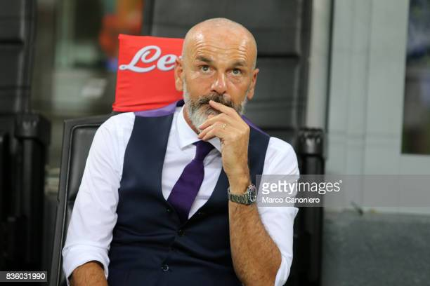 Stefano Pioli head coach of ACF Fiorentina look on before the Serie A match between FC Internazionale and ACF Fiorentina Internazionale Fc wins 30...