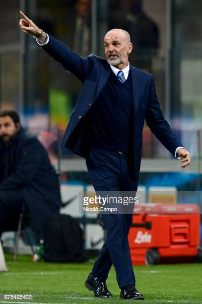 Stefano Pioli head coach of FC Internazionale gestures during the Serie A football match between FC Internazionale and SSC Napoli SSC Napoli wins 10...