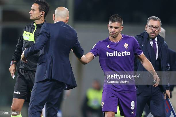 Stefano Pioli manager of ACF Fiorentina gestures and Giovanni Simeone during the Serie A match between FC Crotone and Benevento Calcio at Stadio...