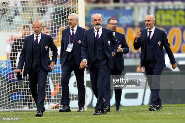 Stefano Pioli manager of AFC Fiorentina amd his staff during the Serie A match between ACF Fiorentina and Bologna FC at Stadio Artemio Franchi on...