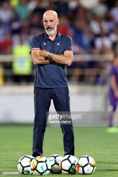 Stefano Pioli manager of AFC Fiorentina gestures during the Serie A match between ACF Fiorentina and UC Sampdoria at Stadio Artemio Franchi on August...